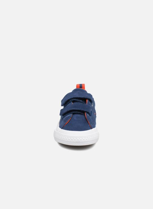 Baskets Converse One Star 2V Ox Molded Varsity Star Bleu vue portées chaussures