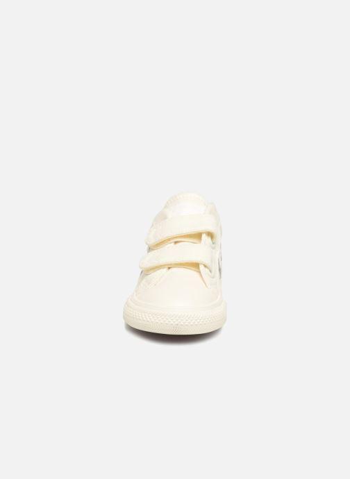 Baskets Converse Star Player EV 2V Ox March Canvas Blanc vue portées chaussures