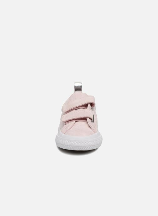 Sneakers Converse One Star 2V Ox Peached Wash Rosa modello indossato