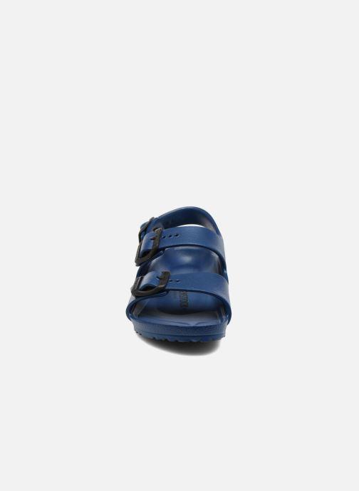 Sandalias Birkenstock Milano EVA Azul vista del modelo