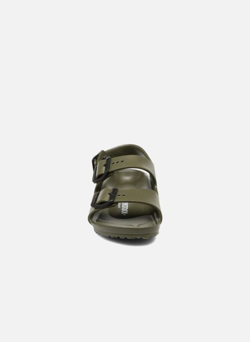 Sandali e scarpe aperte Birkenstock Milano EVA Verde modello indossato