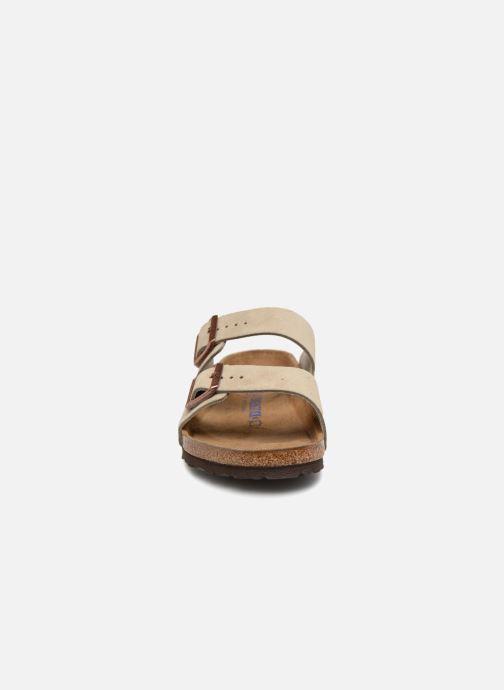 Sandali e scarpe aperte Birkenstock Arizona Cuir Suede Soft Footbed M Marrone modello indossato