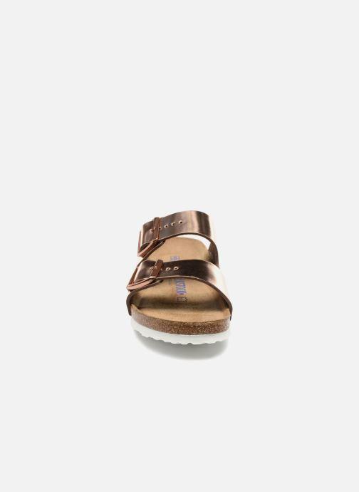 Mules et sabots Birkenstock Arizona Cuir Soft Footbed W Or et bronze vue portées chaussures