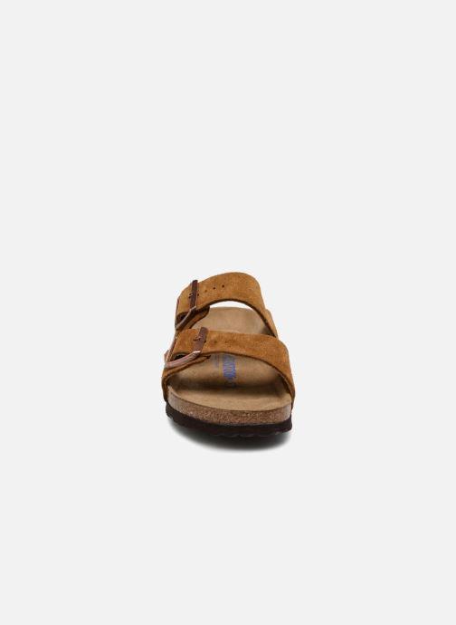 Mules et sabots Birkenstock Arizona Cuir Suede Soft Footbed W Marron vue portées chaussures