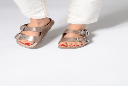 Sandales et nu-pieds Birkenstock Arizona Big Buckle Gris vue bas / vue portée sac