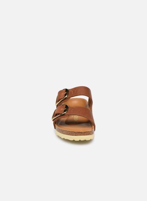 Sandali e scarpe aperte Birkenstock Arizona Big Buckle Marrone modello indossato