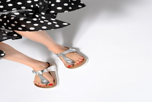 Sandalias Birkenstock Gizeh Cuir Soft Footbed W Plateado vista de abajo