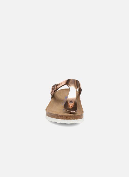 Sandalias Birkenstock Gizeh Cuir Soft Footbed W Oro y bronce vista del modelo