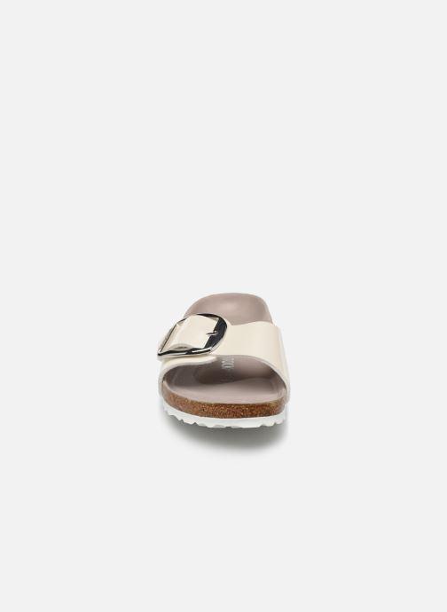 Mules et sabots Birkenstock Madrid Big Buckle Blanc vue portées chaussures