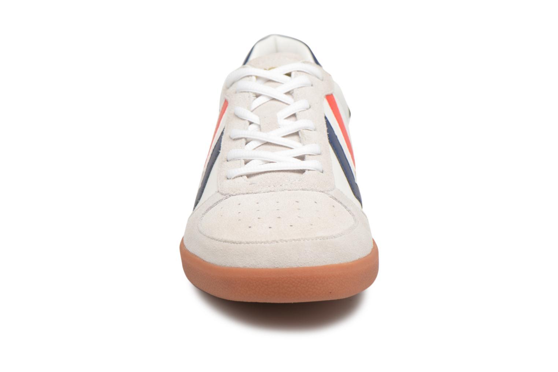 Baskets Hummel VICTORY LEATHER Blanc vue portées chaussures