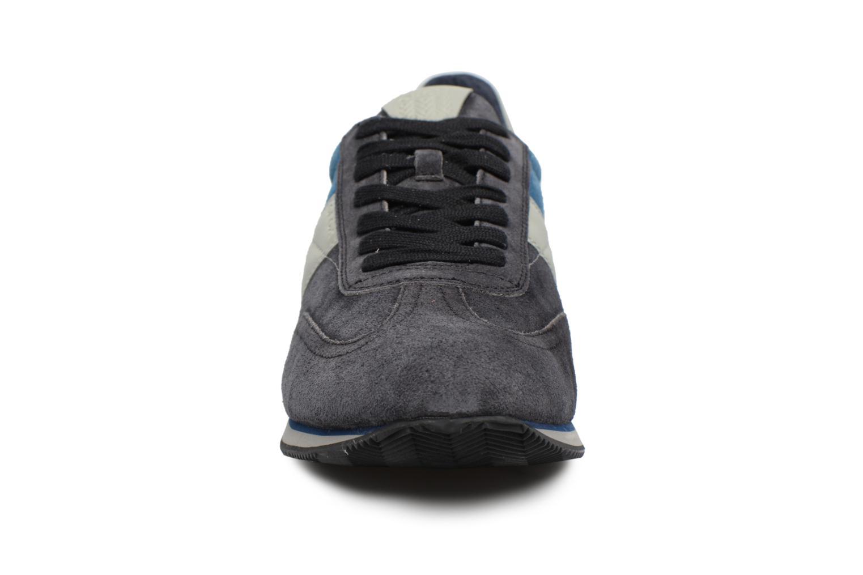 Sneakers Geox U VINTO B Nero modello indossato