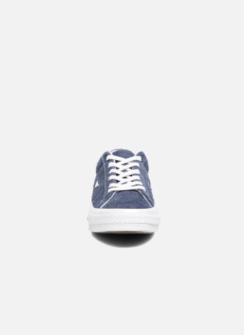 Baskets Converse One Star OG Suede Ox W Bleu vue portées chaussures