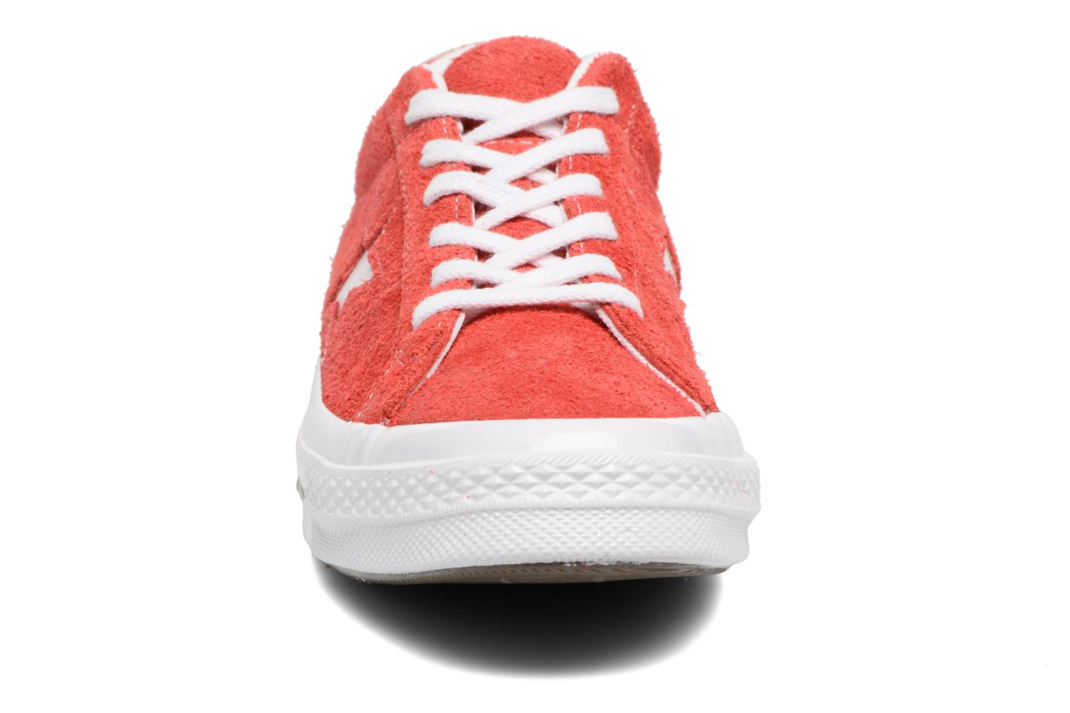 Baskets Converse One Star OG Suede Ox W Rouge vue portées chaussures