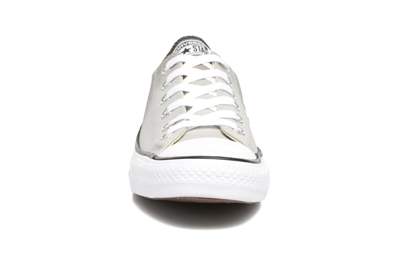 Baskets Converse Chuck Taylor All Star Ombre Metallic Ox W Gris vue portées chaussures