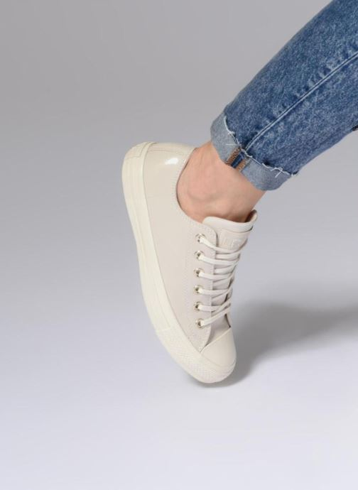 Trainers Converse Chuck Taylor All Star Blocked Nubuck Ox White view from underneath / model view