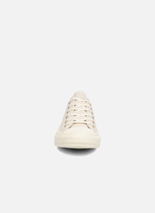 Baskets Converse Chuck Taylor All Star Blocked Nubuck Ox Blanc vue portées chaussures