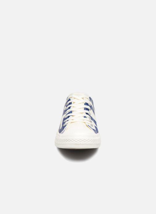 Baskets Converse Chuck Taylor All Star Converse Wordmark Ox Blanc vue portées chaussures