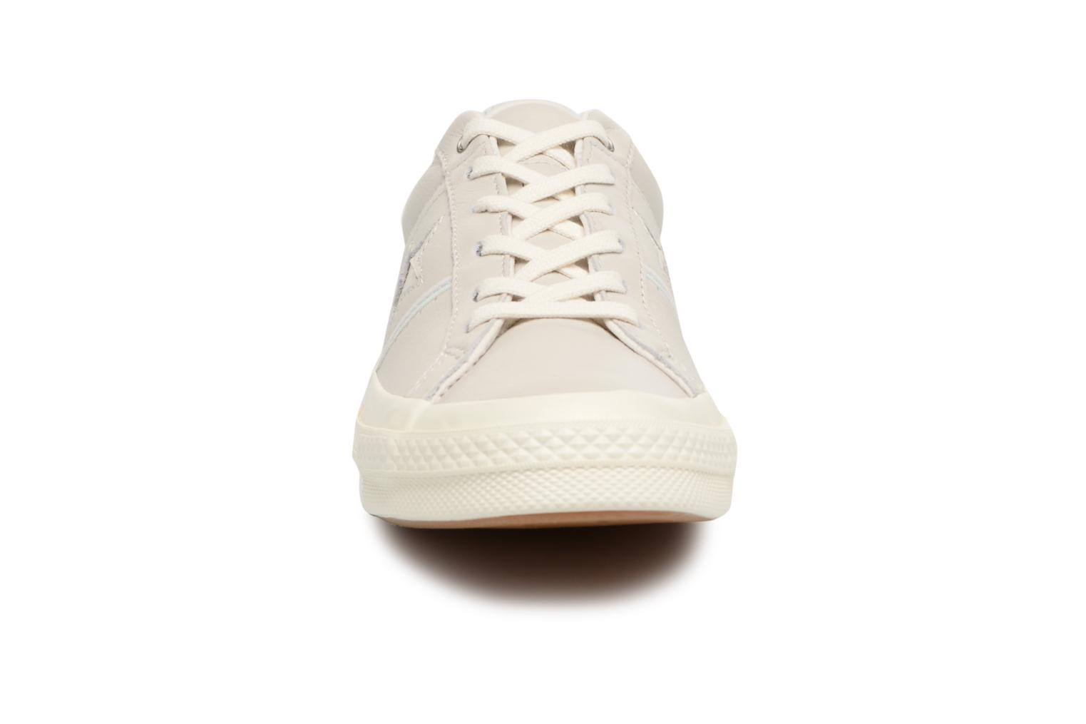 Baskets Converse One Star Piping Pack Ox W Gris vue portées chaussures