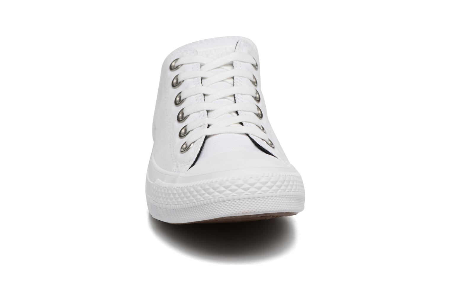 Baskets Converse Chuck Taylor All Star Canvas + Studs Ox Blanc vue portées chaussures
