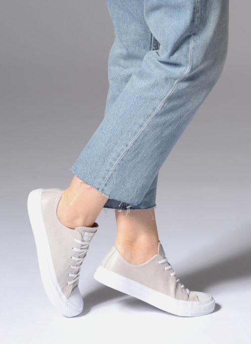 Trainers Converse Chuck Taylor All Star Tipped Metallic Ox Grey view from underneath / model view