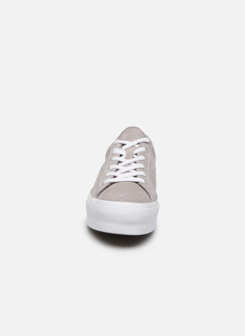 Baskets Converse One Star Platform Ox Gris vue portées chaussures