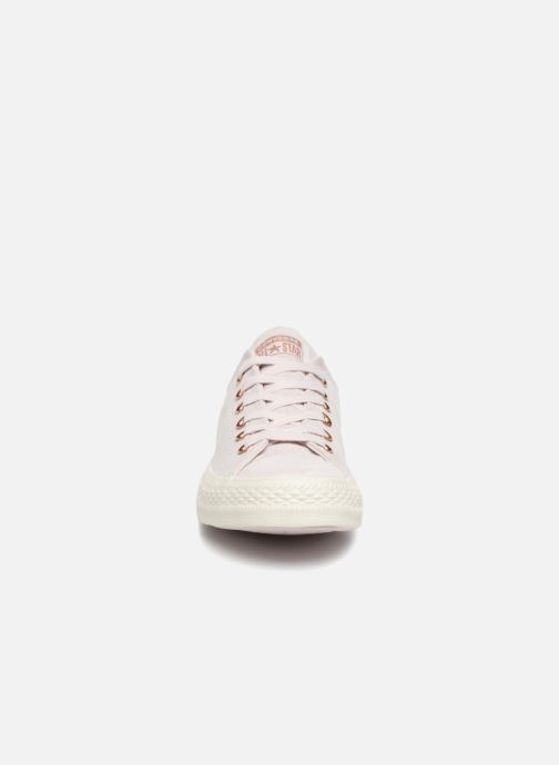 Sneakers Converse Chuck Taylor All Star Cherry Blossom II Ox Rosa modello indossato