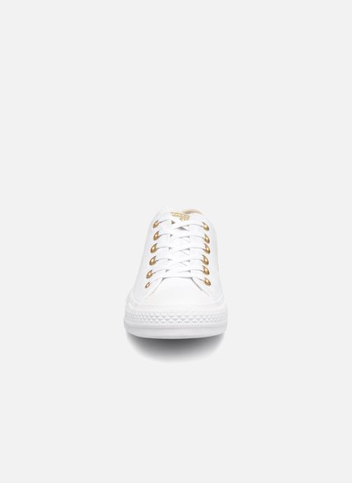 Baskets Converse Chuck Taylor All Star Washed Linen Ox Blanc vue portées chaussures