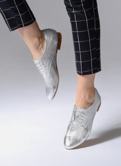 Chaussures à lacets Georgia Rose Lion Argent vue bas / vue portée sac