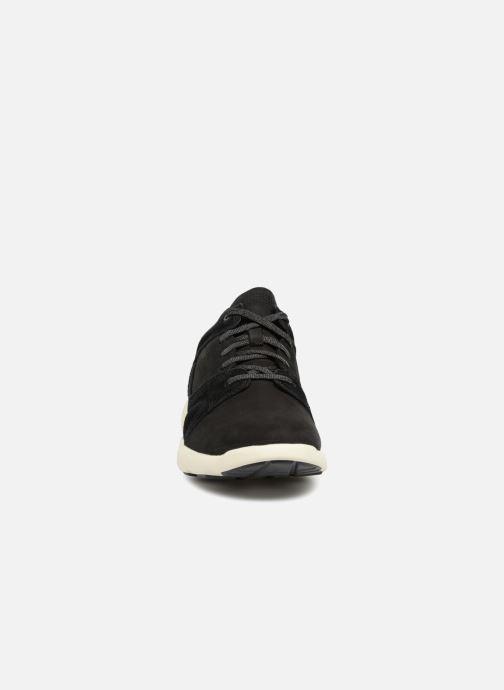 Sneakers Timberland FlyRoam Leather Oxford Nero modello indossato