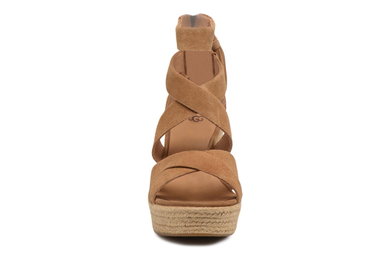 Sandales et nu-pieds UGG Raquel Beige vue portées chaussures