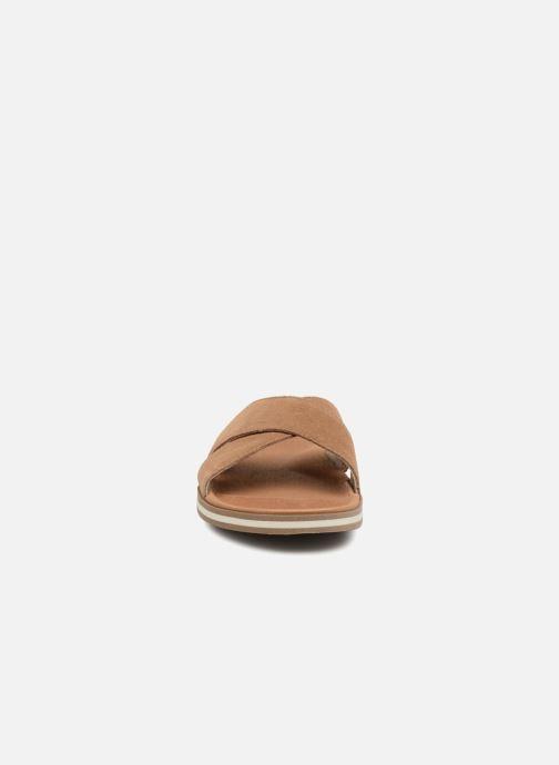 Sandales et nu-pieds UGG Beach Slide Marron vue portées chaussures