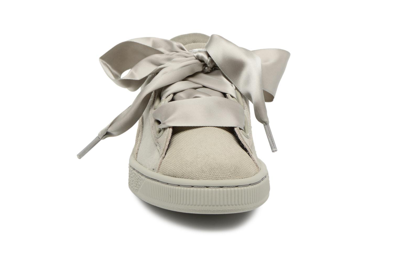 Baskets Puma Suede Heart Pebble Wn's Gris vue portées chaussures