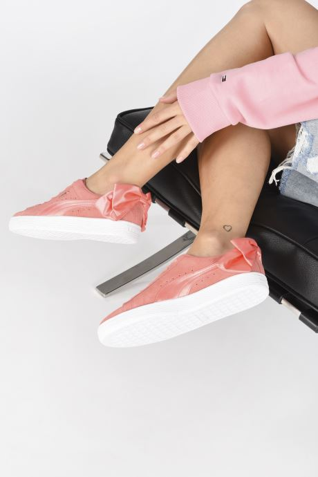 Baskets Puma Suede Bow Wn's Rose vue bas / vue portée sac