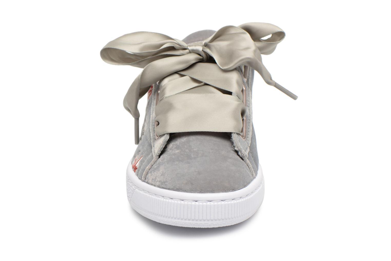 Baskets Puma Suede Heart Hyper Wn's Gris vue portées chaussures