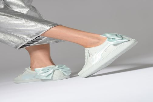 Sneaker Puma Basket Bow Wn's weiß ansicht von unten / tasche getragen