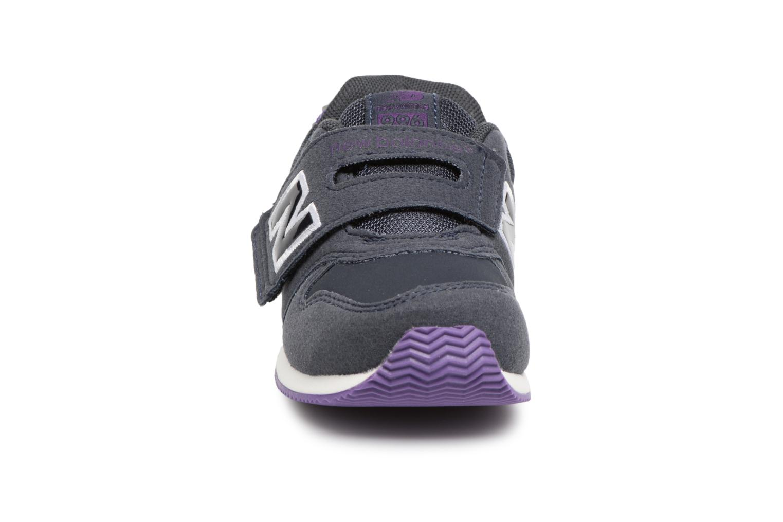 Sneakers New Balance FS996 I Azzurro modello indossato