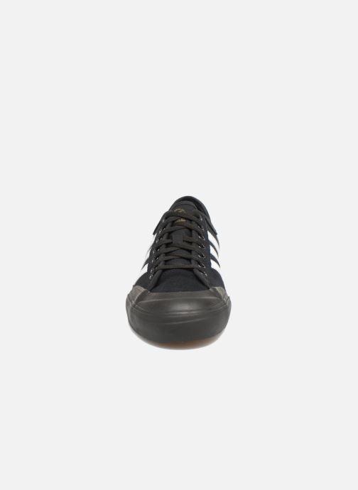 Chaussures de sport adidas performance Matchcourt Noir vue portées chaussures