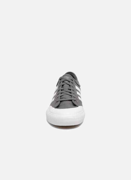 Zapatillas de deporte adidas performance Matchcourt Gris vista del modelo