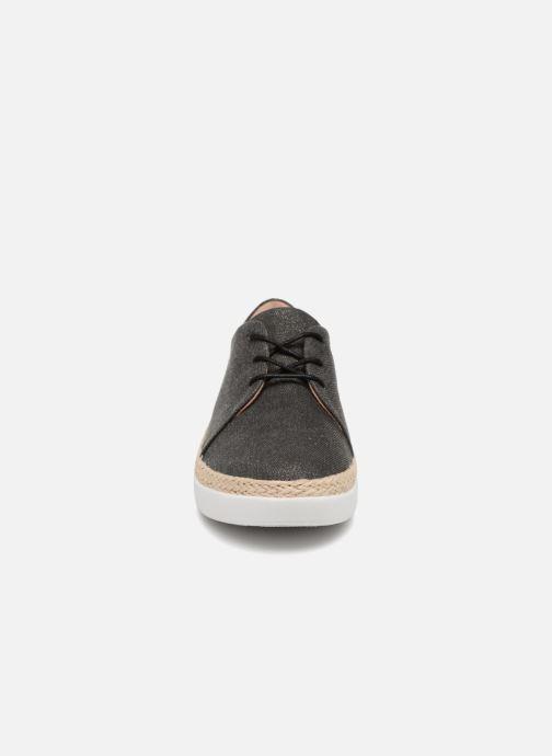 Zapatos con cordones FitFlop Superderby Shimmer Negro vista del modelo