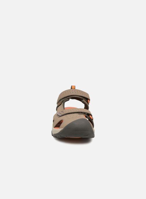 Sandali e scarpe aperte Teva Hurricane Toe Pro Kids Marrone modello indossato