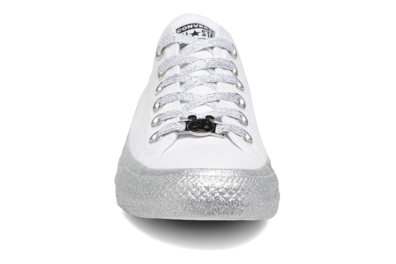 Baskets Converse Converse x Miley Cyrus Chuck Taylor All Star Ox Blanc vue portées chaussures