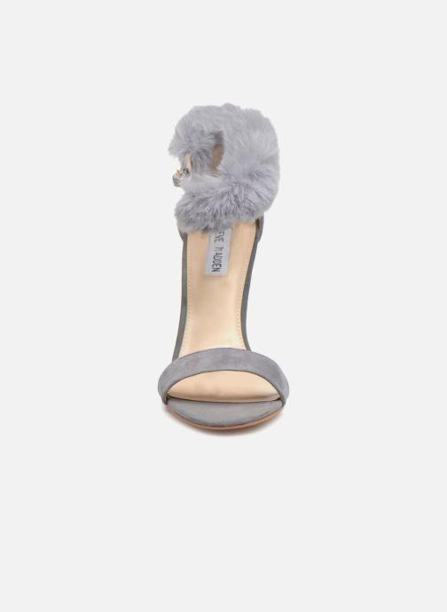 Sandales et nu-pieds Steve Madden Stelah Sandal Gris vue portées chaussures