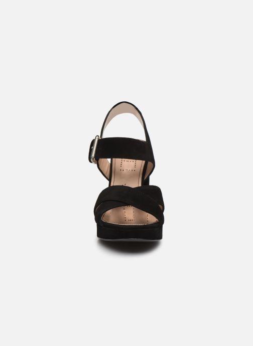 Sandali e scarpe aperte Free Lance Elisa 7 Cross Sandal Nero modello indossato