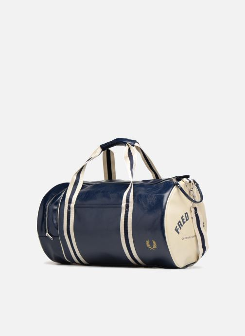 Sporttaschen Fred Perry Classic  Barrel Bag blau schuhe getragen