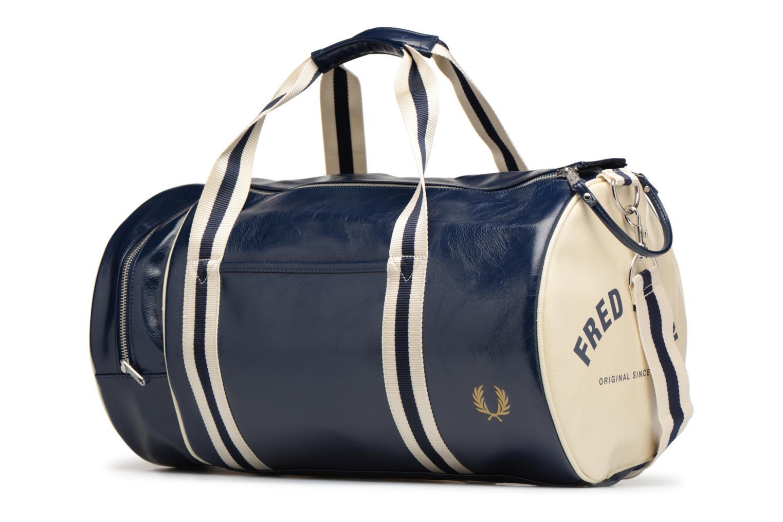 Sporttaschen Fred Perry Classic Barrel Bag V blau schuhe getragen