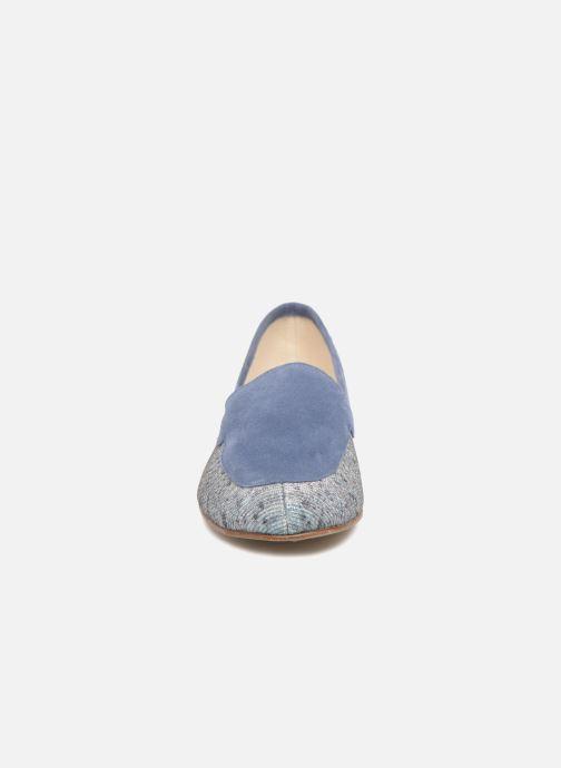 Mocasines Elizabeth Stuart Namo 713 Azul vista del modelo