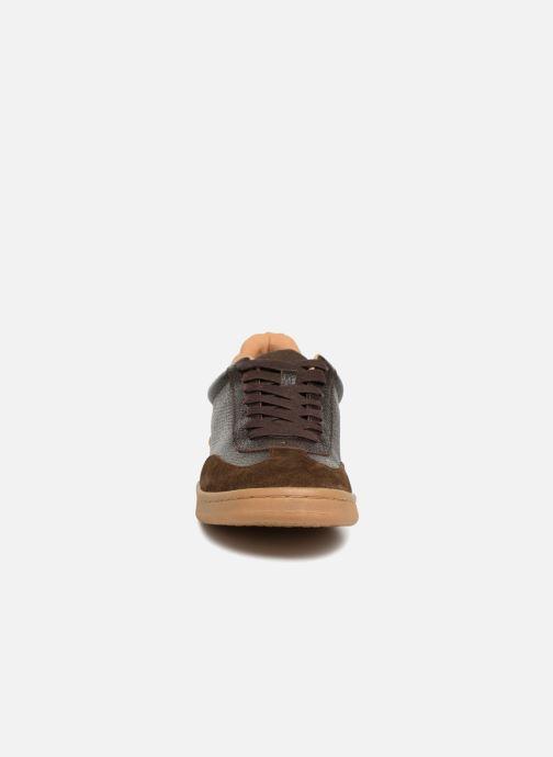Sneakers Kaporal Raturo Marrone modello indossato