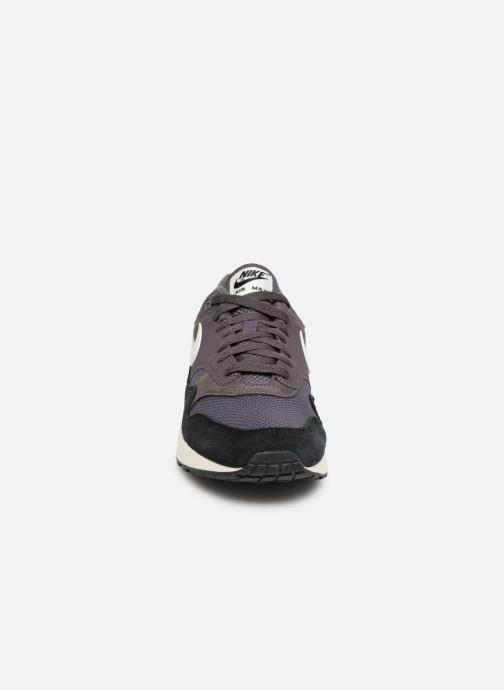 Baskets Nike Nike Air Max 1 Gris vue portées chaussures