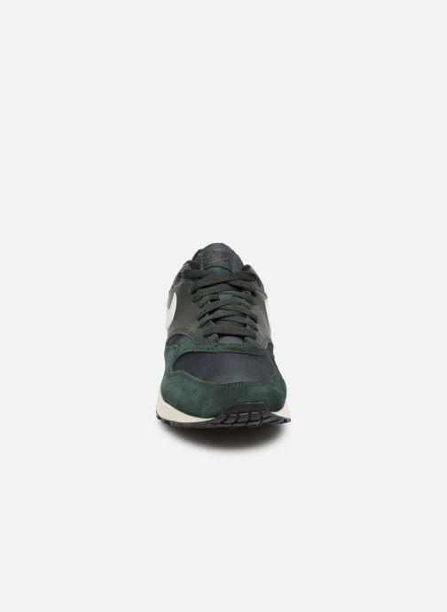 Baskets Nike Nike Air Max 1 Vert vue portées chaussures