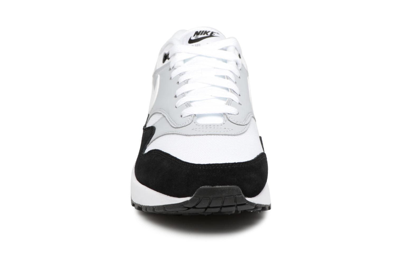 Sneakers Nike Nike Air Max 1 Grigio modello indossato